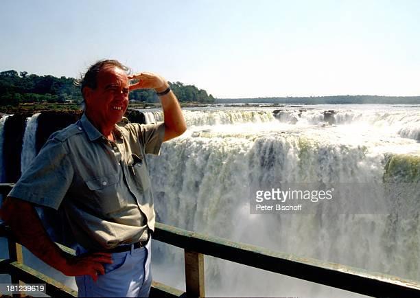 """Producer Wolfgang Rademann, neben den Dreharbeiten zur ZDF-Reihe """"Traumschiff"""", Folge 15, """"Brasilien"""", Episode 1-3, , """"Iguacu""""-Wasserfälle im..."""