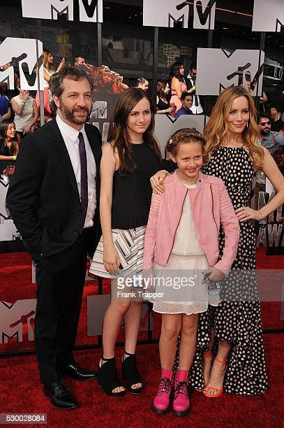 LR Producer/director Judd Apatow Actress Maude Apatow actress Iris Apatow and actress Leslie Mann arrive at the 2014 MTV Movie Awards held at Nokia...