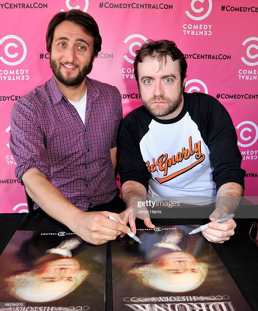 """Comic-Con International 2015 - Comedy Central's """"Another Period"""" Autograph Signing : News Photo"""