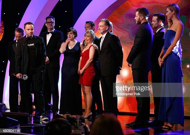 Producers Geyer Kosinski John Cameron Noah Hawley actors Allison Tolman Colin Hanks Billy Bob Thornton and producer Warren Littlefield accept the...