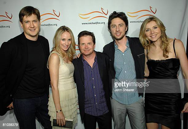 HOLLYWOOD MAY 08 Producer/writer Bill Lawrence actress Tracy Pollan actor Michael J Fox actor Zach Braff and actress Sarah Chalke during The Michael...