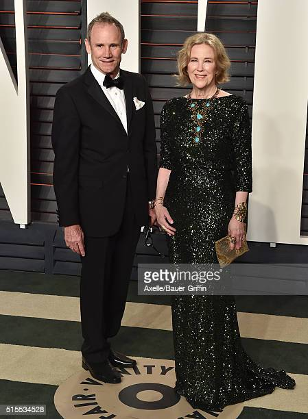 Production designer Bo Welch and actress Catherine O'Hara arrive at the 2016 Vanity Fair Oscar Party Hosted By Graydon Carter at Wallis Annenberg...