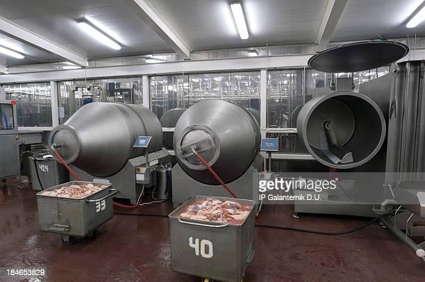 Produktion in einem food factory.  Fleisch-Produkte Vorbereitung.