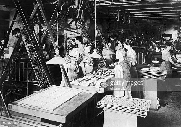 Production of chocolate in the Sarotti chocolate factory in Berlin undated probably in the 1910's