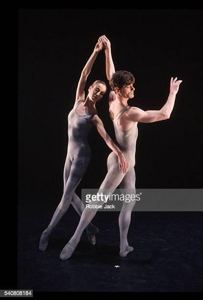 production of the ballet voltaire - robbie jack stockfoto's en -beelden
