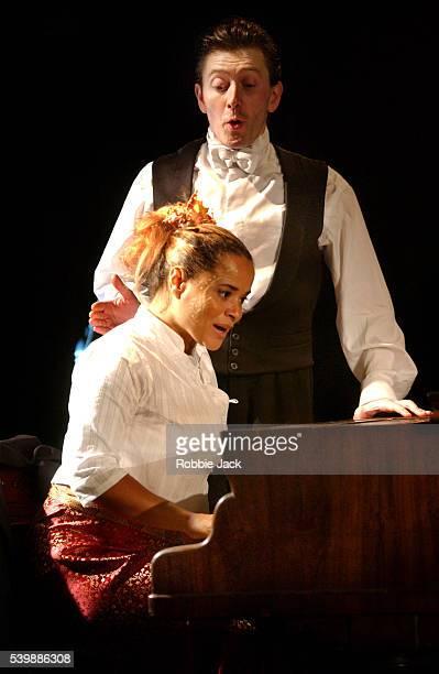production of the piano tuner in london - robbie jack stockfoto's en -beelden