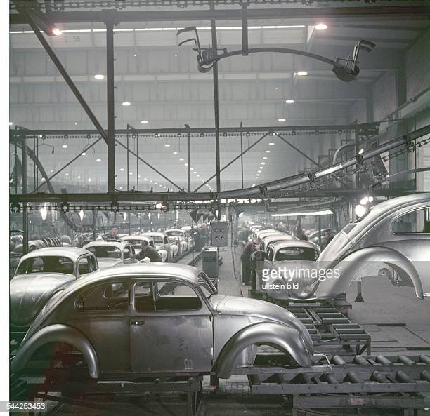 Production of the Volkswagen Beetle at the VW plant in Wolfsburg 1952Picture Wolff Tritschler