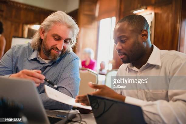 productive business meeting - thinking outside the box modo di dire inglese foto e immagini stock