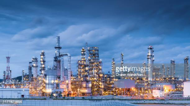 products and services for the oil refining and petrochemical industries - industriële apparatuur stockfoto's en -beelden
