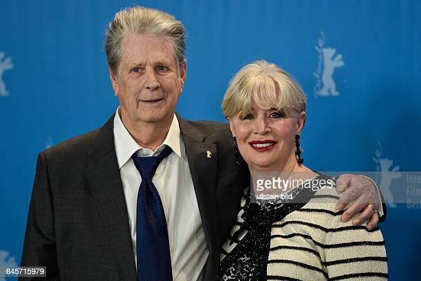 Produzent Brian Wilson und seine Ehefrau Melinda Ledbetter während des Photocalls zum Film Love Mercy anlässlich der 65 Internationalen...