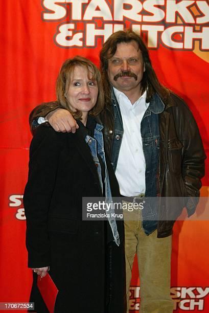 Produzent Leslie Mandoki Und Ehefrau Eva Bei Der Ankunft Zur Deutschlandpremiere Von Starsky Hutch Im Mathäser Filmpalast In München