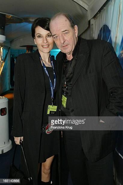 Produzent Ralph Siegel Und Freundin Kriemhild Bei Der Aftershow Party Über Ihren Sieg Beim Countdown Grand Prix In Kiel
