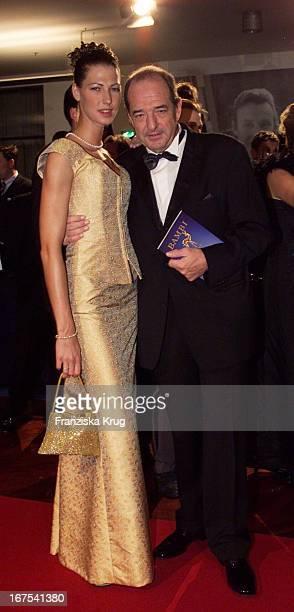 Produzent Ralph Siegel Und Tochter Marcella Bei Bambi 2001 Verleihung In Berlin
