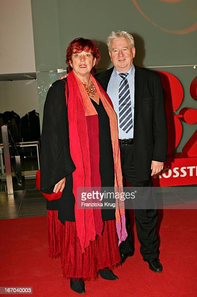Produzentin Regina Ziegler Und Ehemann Manfred Gremm Bei Der Ankunft Zur Verleihung Des 14 Bz Kulturpreis In Der Ullsteinhalle In Berlin Am 020205