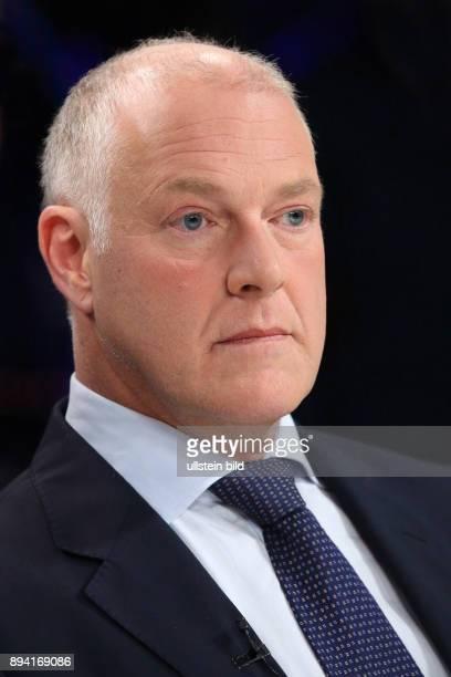 Prof Dr Andrew B Denison in der ZDFTalkshow maybrit illner am in Berlin Sex Lügen EMails Schlammschlacht ums Weiße Haus