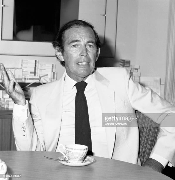 Prof. Dr. CHRISTIAAN BARNARD, Herzchirurg, Porträt aus den 1970er Jahren. Im Jahr 1967 wagte Christiaan N. Barnard in Kaptstadt etwas bis dahin...