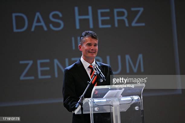 Prof Dr Dr Hermann Reichenspurner Bei Der Benefizgala Das Herz Im Zentrum Im Börsensaal Der Handelskammer Am 060605