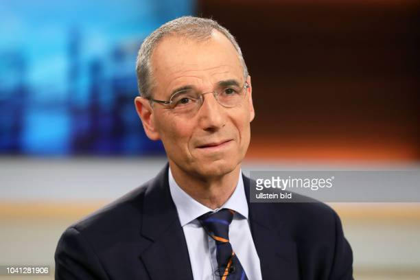 Prof. Dr. Michael Wolffsohn in der ARD-Talkshow ANNE WILL am in Berlin Thema der Sendung: Trump bekämpft Assad - Droht jetzt ein globaler Konflikt?