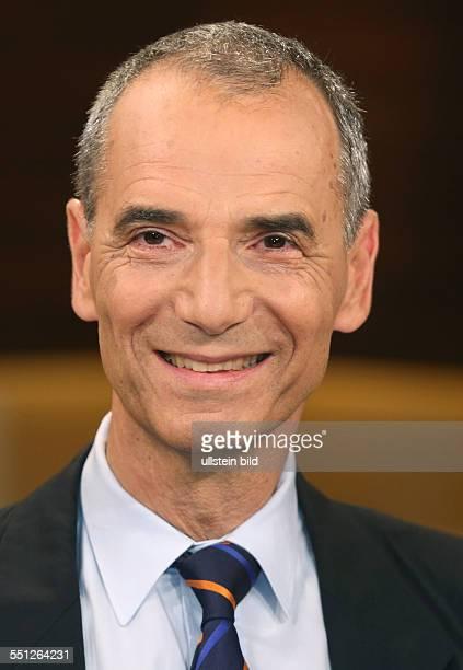 """Prof. Dr. Michael Wolffsohn in der ARD-Talkshow """"ANNE WILL"""" am in Berlin Thema der Sendung: Blutiger Nahost-Konflikt - Wer wird für die Eskalation..."""