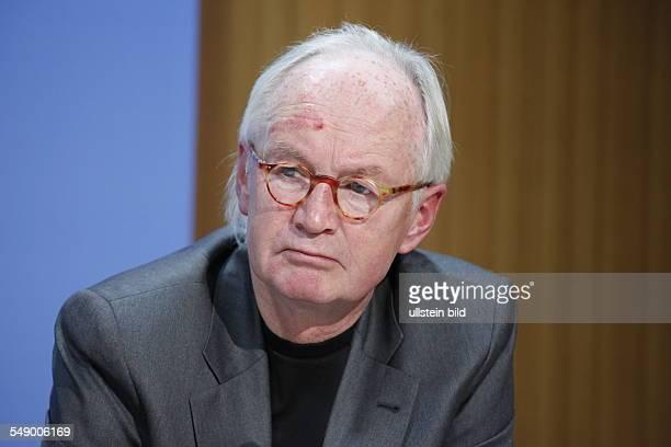 Prof. Dr. Wilhelm Heitmeyer, Direktor des Instituts für interdisziplinäre Konflikt- und Gewaltforschung an der Universität Bielefeld, anlässlich der...