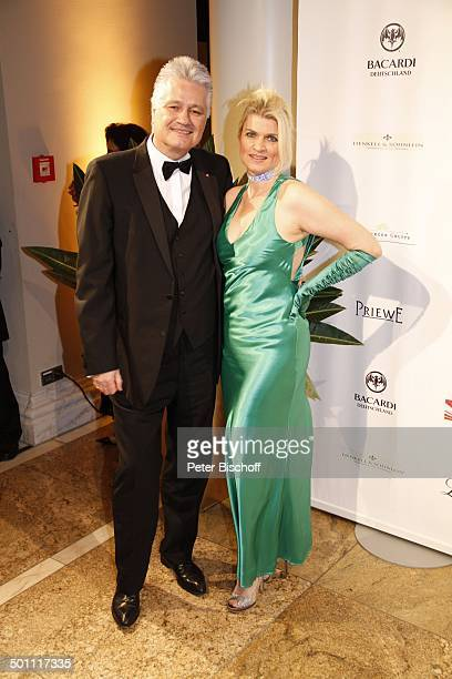 Prof Guido Knopp Ehefrau Gabriella Gala 29 Deutscher Opernball 2011 Alte Oper Frankfurt Hessen Deutschland Europa Sponsorenwand Logo sexy Dekollete...