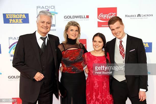 """Prof. Guido Knopp, Ehefrau Gabriella , Tochter und Sohn, Preis-Verleihung 16. """"Radio Regenbogen-Award"""", """"Confertainment Center"""", """"Europa Park"""", Rust..."""