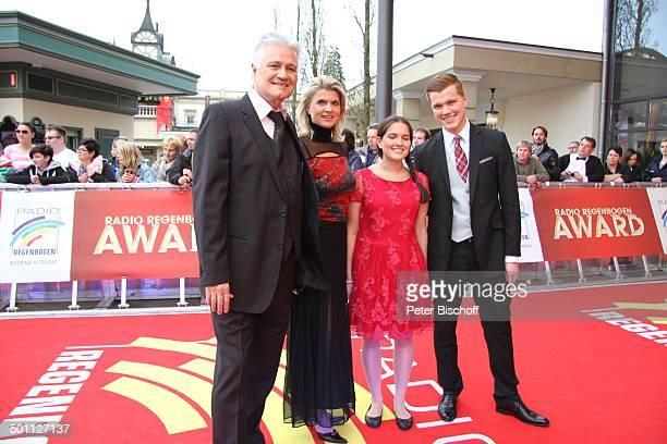 """Prof. Guido Knopp, Ehefrau Gabriella , Tochter und Sohn,, Preis-Verleihung 16. """"Radio Regenbogen-Award"""", """"Confertainment Center"""", """"Europa Park"""", Rust..."""