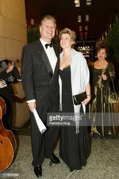 """Prof. Guido Knopp Und Ehefrau Radio Regenbogen Benefizgala """"Ball Der Sterne"""" Mit Dem Motto """"Royal Night"""""""