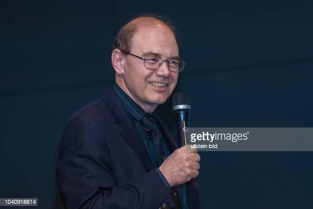 Prof Heiko Braak wird für seine wegweisenden Erkenntnisse über Alzheimer und Parkinson ausgezeichnet Der Hartwig PiepenbrockDZNE Preis wird alle zwei...