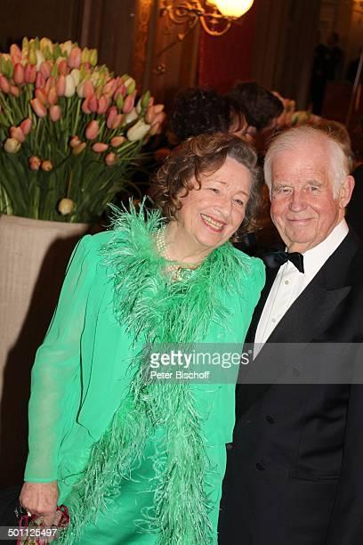 "Prof. Kurt Biedenkopf, Ehefrau Ingrid, 8. ""Semper Opernball"" , Semperoper, Dresden, Sachsen, Deutschland, Europa, Semper-Oper, Feier, feiern,..."