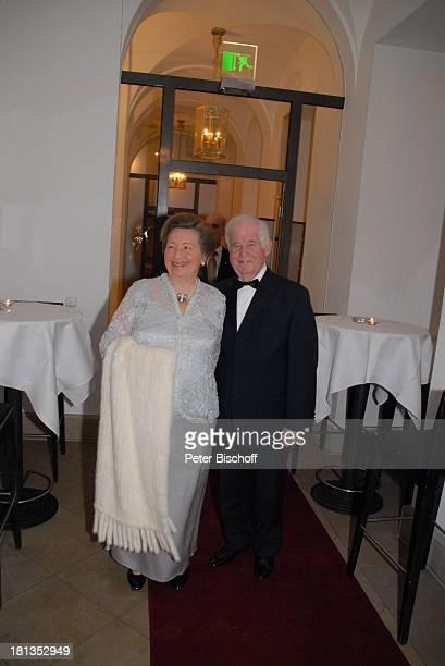 """Prof. Kurt Biedenkopf , Ehefrau Ingrid, VIP-Empfangvor der Gala """"Semper Opernball"""", Dresden, Sachsen, Deutschland, """"Hotel Kempinski"""", Abendkleid,..."""