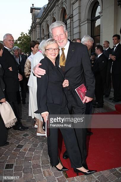 """Prof. Peter Voss Und Ehefrau Margarete Bei Der Verleihung Des """"Herbert Karajan Musikpreises""""An John_Neumeier Im Festspielhaus Baden Baden Am 061007 ."""