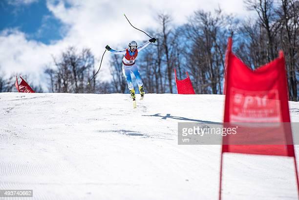 Professionelle Alpine Skifahrer im Mid-Air