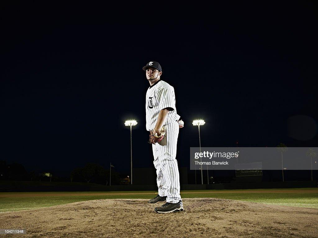 Professional baseball pitcher preparing to pitch : Stock Photo