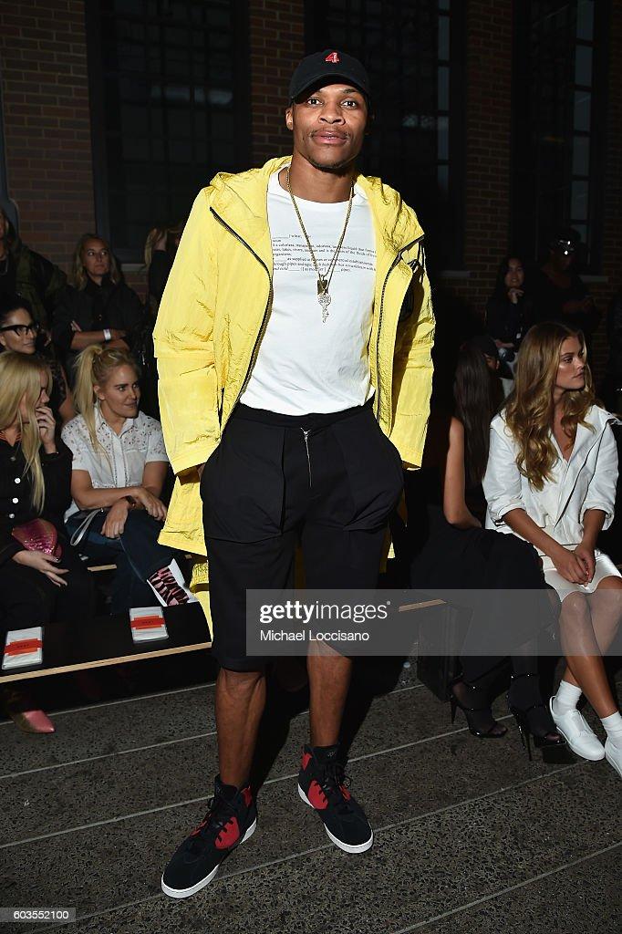 DKNY Women's - Front Row - September 2016 - New York Fashion Week : Nachrichtenfoto