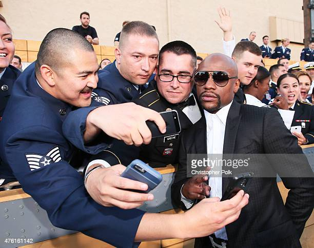Professional boxer Floyd Mayweather Jr poses for a selfie with fans at Spike TV's Guys Choice 2015 at Sony Pictures Studios on June 6 2015 in Culver...