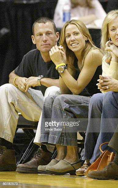 Professional cyclist Lance Armstrong and musician Sheryl Crow attend the Houston Rockets vs Los Angeles Lakers playoff game on April 28 2004 at the...