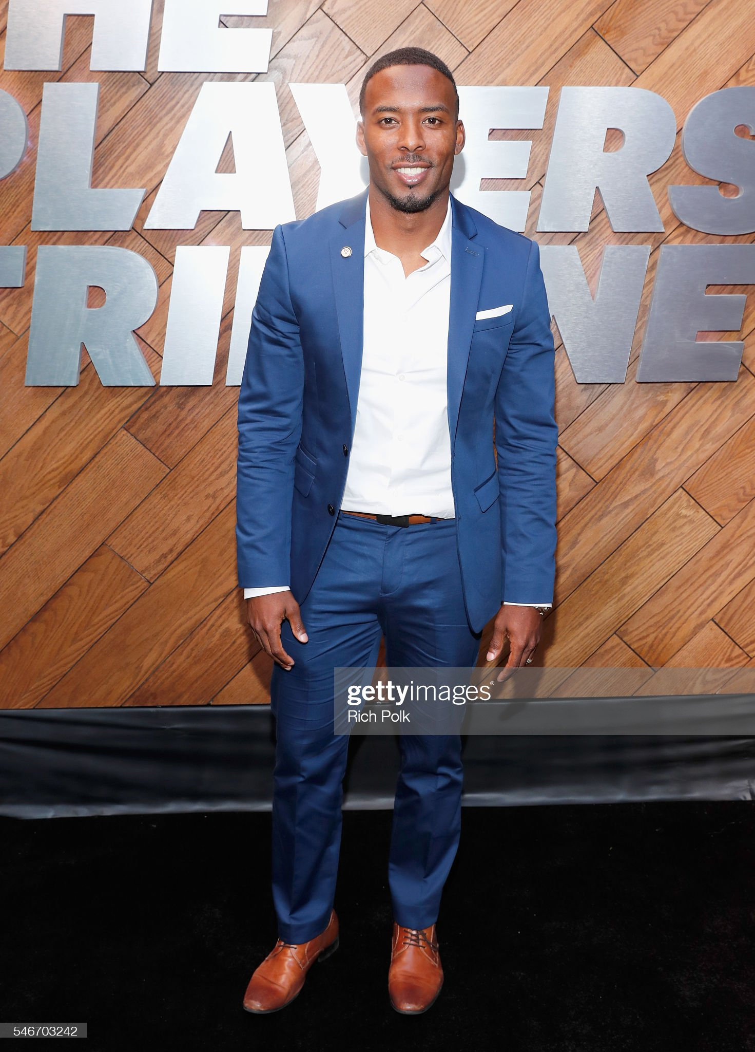 ¿Cuánto mide Andrew Hawkins? - Real height Professional-football-player-andrew-hawkins-attends-the-players-at-picture-id546703242?s=2048x2048