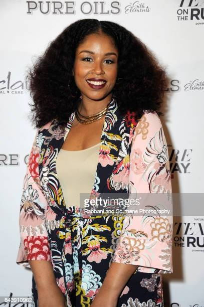 professional hairstylist and blogger monica mo stevens of moknowshair attends texture on the runway