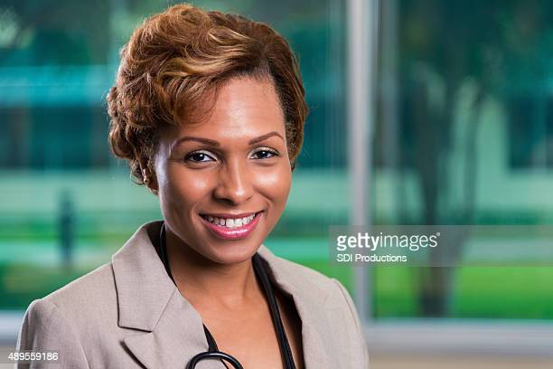 Profesional foto de mujer médico americano africano