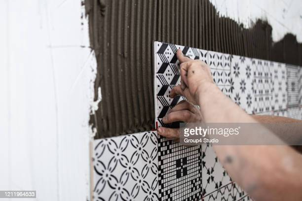 professional home builder at work - wall building feature stock pictures, royalty-free photos & images
