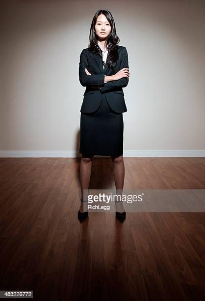 donna professionale giapponese - abbigliamento da lavoro formale foto e immagini stock