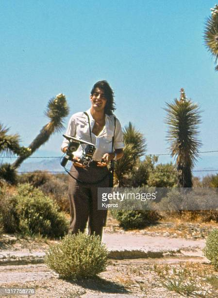 professional photographer taking pictures in desert - california, usa, 1980s - 1980 1989 stock pictures, royalty-free photos & images