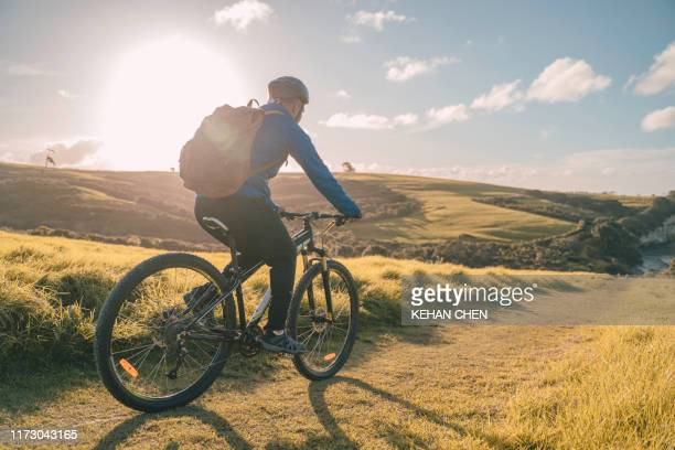professional road cyclist on a training ride - estilo de vida ativo imagens e fotografias de stock