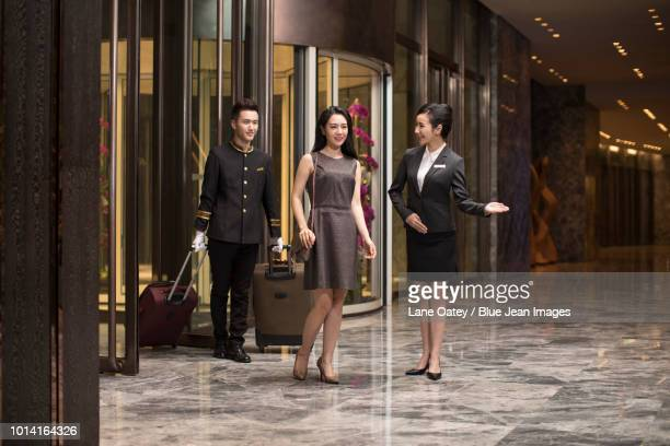 professional service in luxury hotel - 職業 ポーター ストックフォトと画像