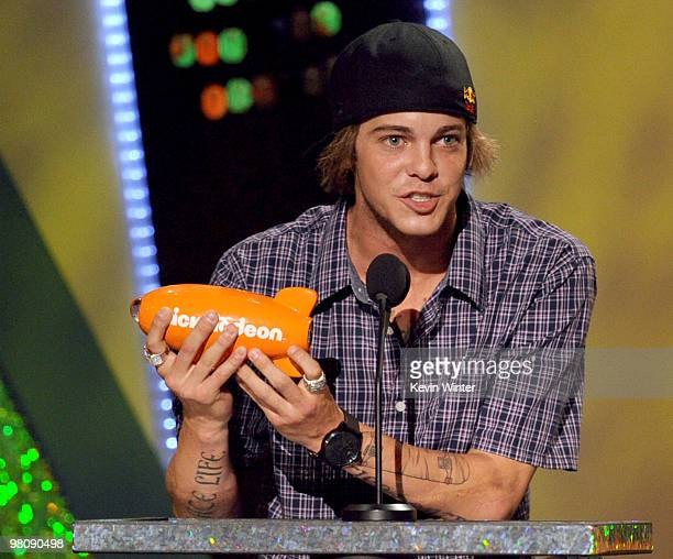 Professional skateboarder Ryan Sheckler accepts the Favorite Male Athlete award onstage at Nickelodeon's 23rd Annual Kids' Choice Awards held at...