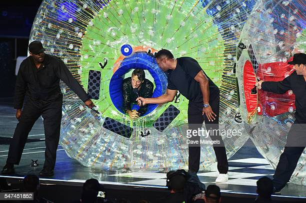 Professional skateboarder Tony Hawk and former NBA player/TV personality Michael Strahan speak onstage during the Nickelodeon Kids' Choice Sports...
