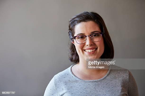 professional smiling over gray background - grauer hintergrund stock-fotos und bilder