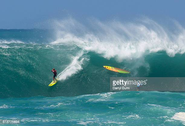 Professional surfer Kelly Slater looks back at Tom Carroll's wipe out during The Quiksilver in Memory of Eddie Aikau at Waimea Bay on February 25...