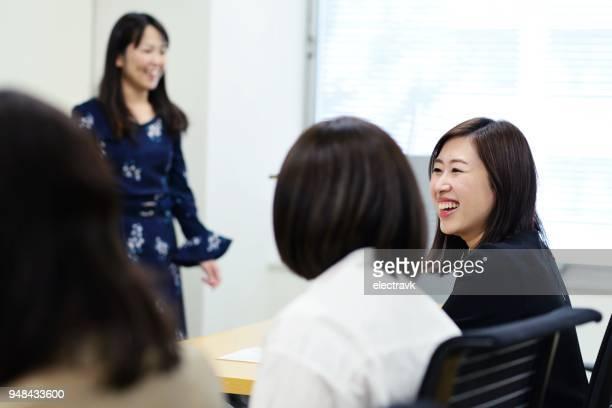 セミナーで専門職の女性